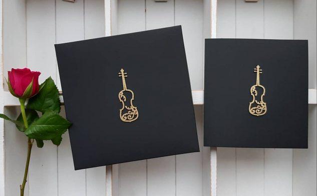 237. Muzyczne kartki i pudełka