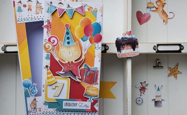 376. Kartka w pudełku z kotkiem
