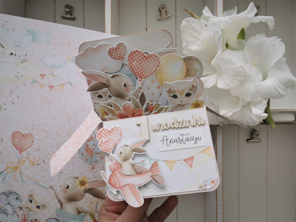 600. Kartka urodzinowa pop up z króliczkami i kotkami